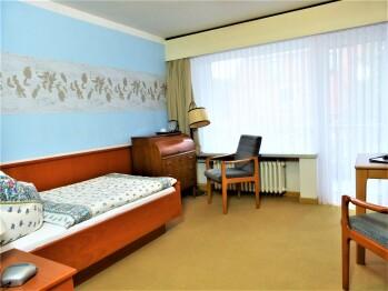 Standard-Einzelzimmer-Ensuite Dusche-Balkon-Gartenblick