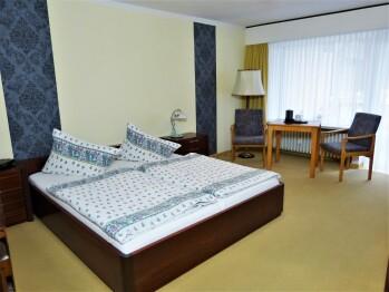 Komfort-Doppelzimmer-Ensuite Bad-Balkon-Gartenblick